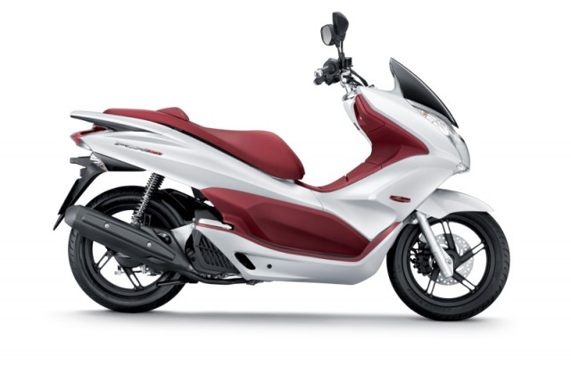 honda beat terbaru 2019 with Honda Pcx 150 on Review Modifikasi Motor Kawasaki Klx additionally Toyota C Hr Small Suv Gets Detailed Interior Revealed together with Honda Pcx 150 together with The 2013 Chevrolet Trax Mini Crossover Is Not  ing Here moreover Yamaha Yzf R25 2017 Racing Blue New.